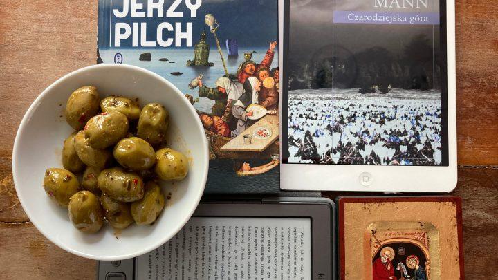 Statek pijanych na okładce książki Jerzego Pilcha oraz ikona Jana Ewangelisty z Patmos
