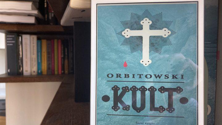 na okładce książki Kult znajduje się krzyż