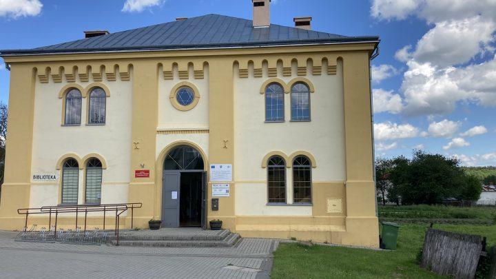 w dawnej synagodze w Wielkich Oczach znajduje się teraz biblioteka miejska