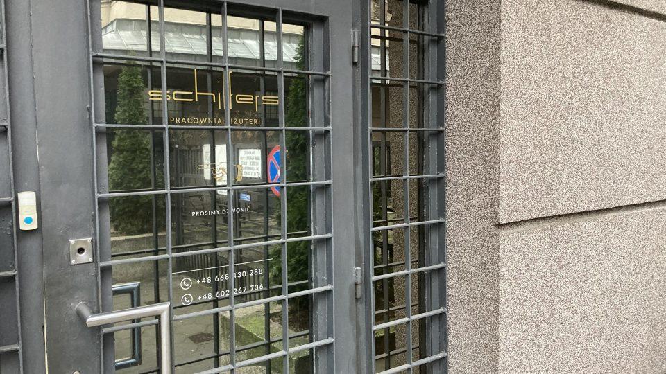 nowoczesne metalowe drzwi dozłotnika